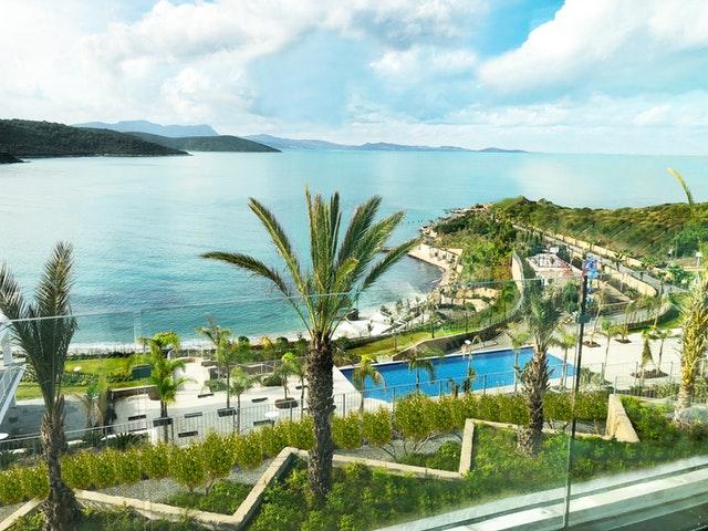 hotelový rezort pri mori