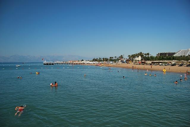 Ľudia na pláži,, Belek, Turecko